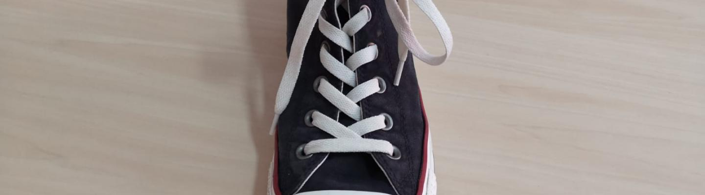 Shoelace tying